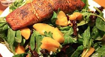 recipe – Grilled Salmon and Peach Salad