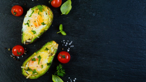 Baked Avocado & Egg: On-the-go breakfast!